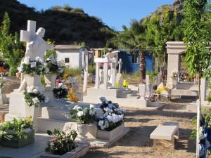 Geschmückter Friedhof in Mulege