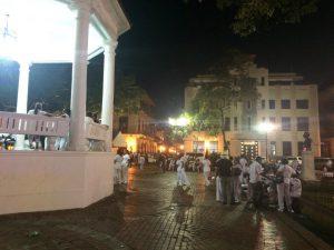 auf dem zentralen Platz in Casco Viejo demonstrieren die MItarbeiter des Gesundheitswesens