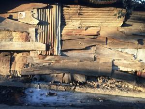 Hauswand in Granada, der Abfluss geht auf die Straße, in den Bach und dann unverzüglich in den  Lago Nicaragua, dem man das auch ansieht