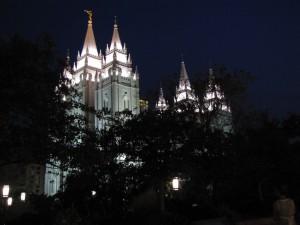 Kirche auf dem Tempel Square bei Nacht.