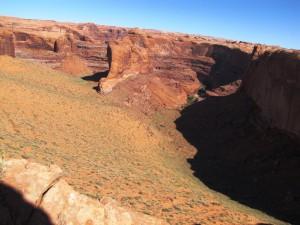 Blick vom Rand des Plateaus hinunter