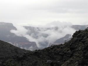Wolken über den Bright Angel Canyon