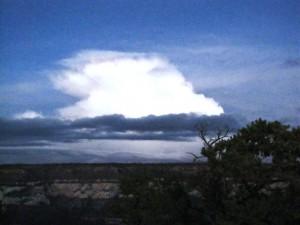Morgenstimmung über dem Wolken über den Bright Angel Canyon