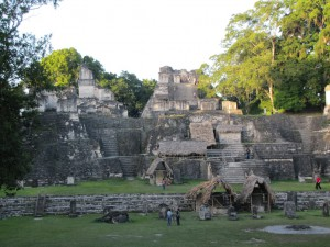 Tikal: Hauptplatz