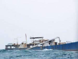 Auf dem Riff gestrandetes Schiff